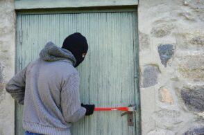 Ladri nella ditta di apicoltura: rubano una bombola di gas e pochi spiccioli