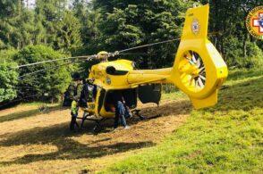 Incidente con la motozappa mentre lavora in baita: interviene l'elicottero