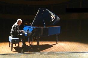 Un pianoforte iconico a Cortina: oggi il concerto in piazza Dibona