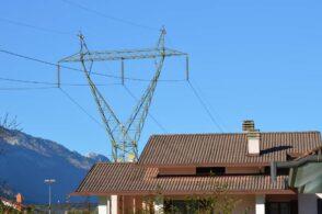 Basta cavi e tralicci: stavolta Terna non tira la corda e gli elettrodotti finiscono sotto terra