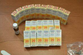 Eroina in 18 bustine e 23 flaconi di metadone in borsa: arrestata