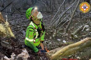 Precipita per 15 metri da una parete di roccia: grave un escursionista