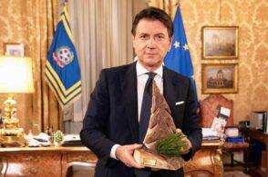 Alberello in legno: il dono bellunese al premier Giuseppe Conte