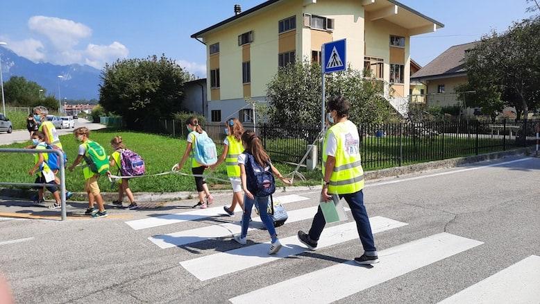 """A scuola in """"motoscarpa"""": il Pedibus proseguirà anche il prossimo anno"""