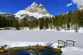 Prada si veste di Dolomiti: sfilata sul lago di Antorno ghiacciato