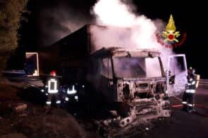 Paura sulla Statale di Alemagna: va a fuoco un camion