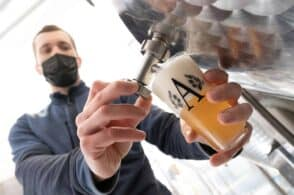 Pane raffermo e solidarietà: nasce la birra per il Comitato Pollicino