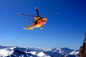Cade sulla neve ghiacciata dell'Antelao: gravissimo scialpinista