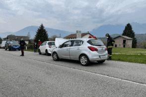Tamponamento tra tre auto: donna in ospedale