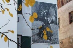 """""""Gente di montagna"""" sui muri delle case: Pozzale e la mostra itinerante"""