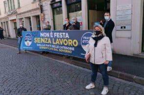 """""""Non è festa senza lavoro"""": flashmob di Fratelli d'Italia"""
