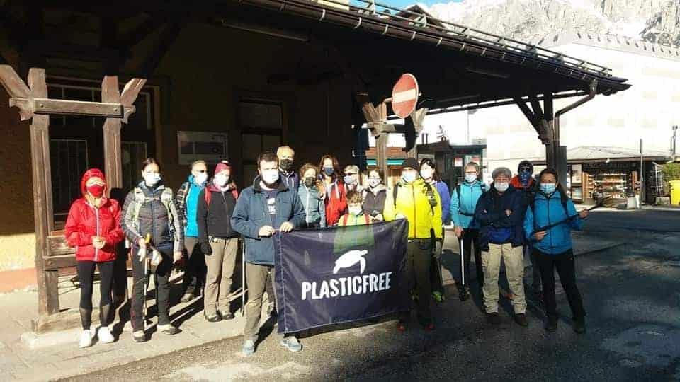 """I volontari puliscono la """"perla"""": un successo il Plastic Free di Cortina"""