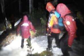 Con le scarpe da trail in mezzo alla neve: li salva il Soccorso alpino