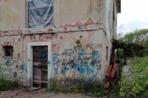 Vandali in azione: danneggiato il rustico di Villa Patt