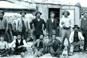 """L'emigrazione storica """"scolpita"""" nella didattica della Scuola del legno"""